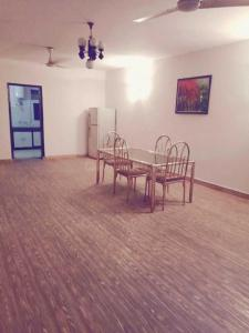 Gallery Cover Image of 2000 Sq.ft 3 BHK Apartment for rent in Panchsheel Park for 55000