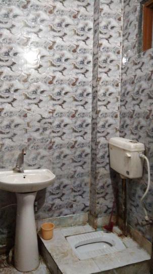 लक्ष्मी नगर में साई छाया गर्ल्स पीजी के कॉमन बाथरूम की तस्वीर