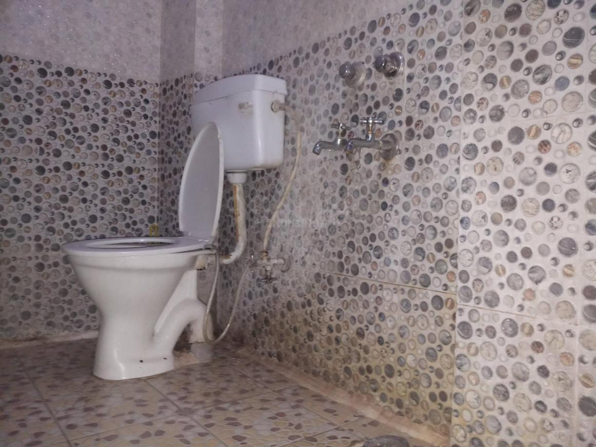 Bathroom Image of 534 Sq.ft 1 BHK Independent Floor for buy in Fatehpur Beri for 1230000
