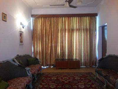 Gallery Cover Image of 1800 Sq.ft 3 BHK Independent Floor for buy in Defence Colony for 35000000