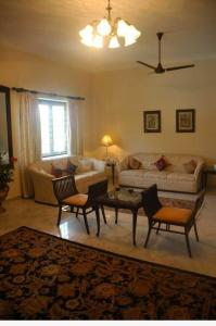 Gallery Cover Image of 2750 Sq.ft 3 BHK Villa for rent in Injambakkam for 110000