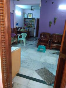 Gallery Cover Image of 1200 Sq.ft 6 BHK Independent House for buy in Mugalivakkam for 8000000