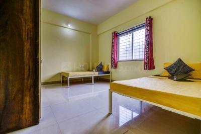 ओयों लाइफ पुन910 वाघोली इन वाघोली के बेडरूम की तस्वीर