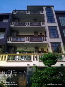 Gallery Cover Image of 2160 Sq.ft 3 BHK Apartment for rent in Sector 46 for 20000