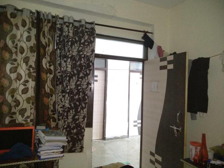 घिटोरनि में रामन बॉइज़ होस्टल में बेडरूम की तस्वीर