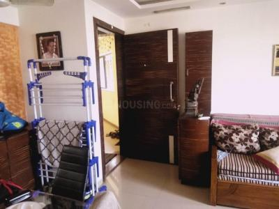 Gallery Cover Image of 600 Sq.ft 1 BHK Apartment for rent in Kandivali East for 22000