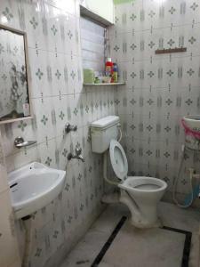 Common Bathroom Image of Rajniketan Towers in Kalighat