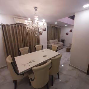 Gallery Cover Image of 3330 Sq.ft 4 BHK Apartment for buy in Prahlad Nagar for 20000000