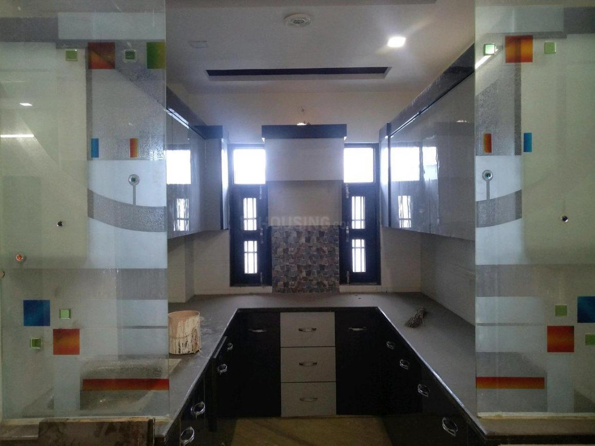 Kitchen Image of 1000 Sq.ft 3 BHK Apartment for buy in Mansa Ram Park for 5300000