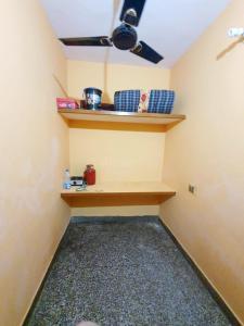 Bedroom Image of Single Room For Boys, Lowest Rent No Brokerage in Mandawali