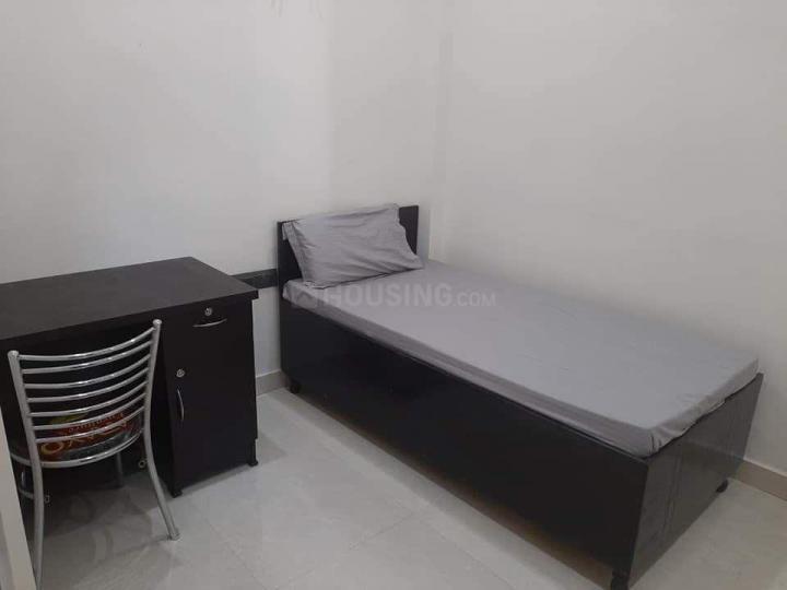 सेक्टर 52 में ट्राइडेंट अकॉमोडेशन के बेडरूम की तस्वीर