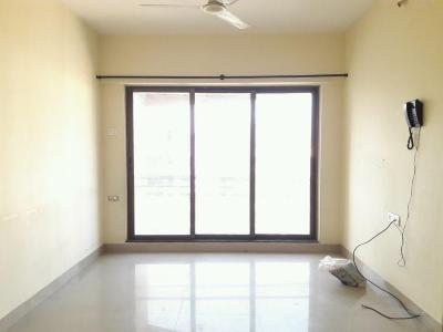 Gallery Cover Image of 750 Sq.ft 2 BHK Apartment for buy in Malad West for 13000000