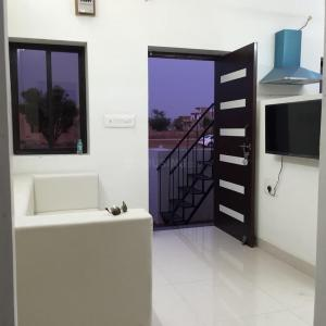 Gallery Cover Image of 650 Sq.ft 2 BHK Villa for buy in Pal Gaon for 2000000