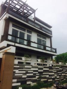 Gallery Cover Image of 5500 Sq.ft 5 BHK Villa for buy in DLF Farms for 57000000