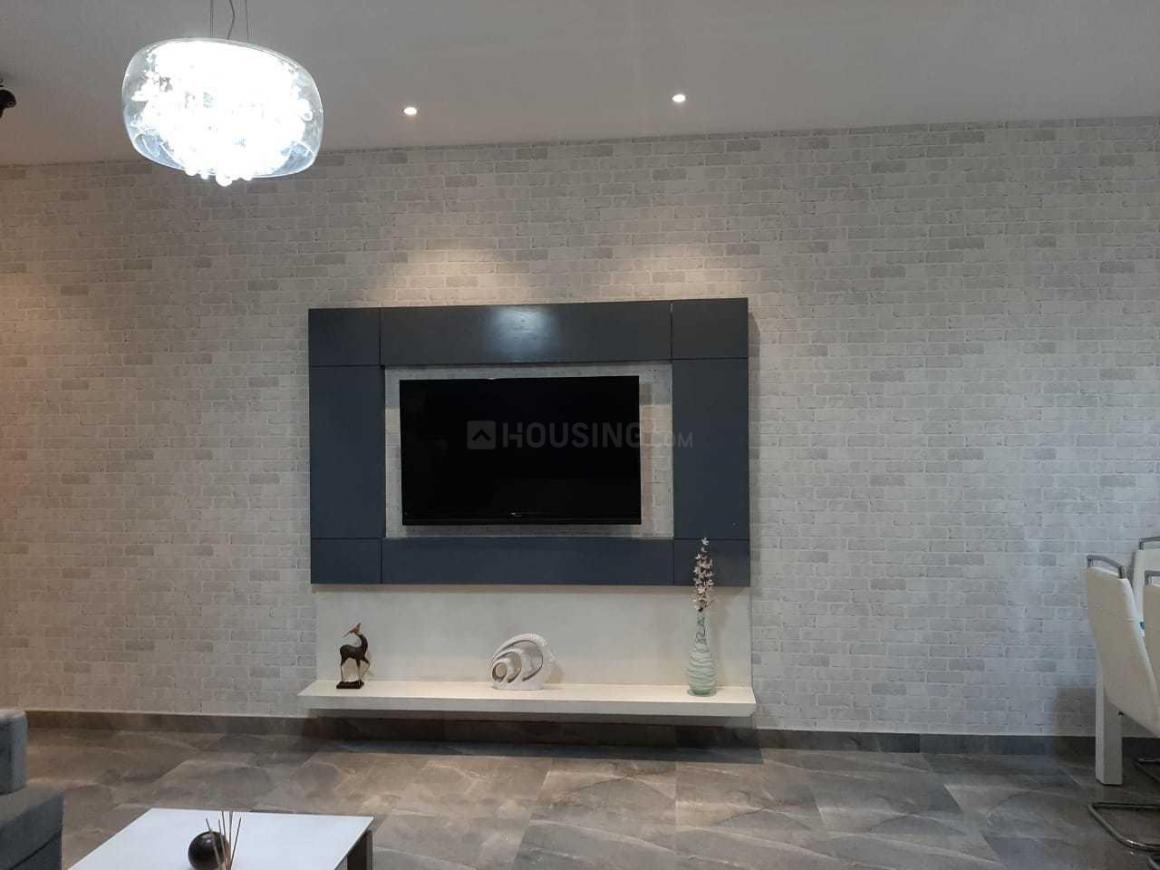 Living Room Image of 1350 Sq.ft 3 BHK Apartment for buy in Siddharth Vihar for 5940000