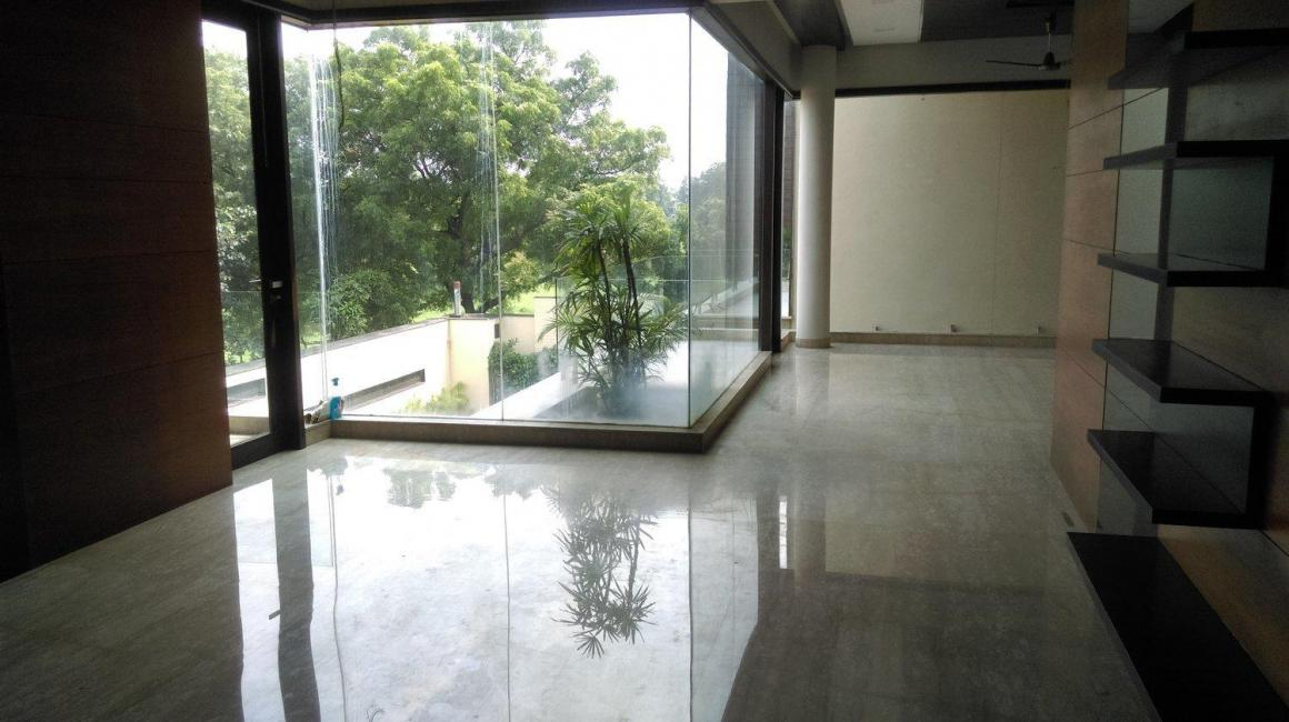 Living Room Image of 9000 Sq.ft 5+ BHK Independent House for buy in Sat Bari for 140000000