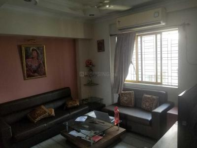 Gallery Cover Image of 1200 Sq.ft 2 BHK Apartment for rent in Belani Metro Heights, Entally for 35000