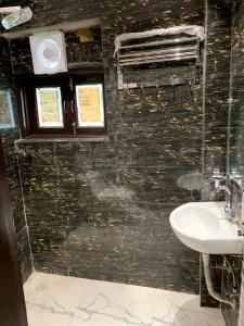 Common Bathroom Image of Vinita's PG in Subhash Nagar
