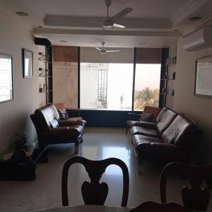 Gallery Cover Image of 1200 Sq.ft 2 BHK Apartment for rent in Ocean View, Khar West for 85000