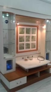 Gallery Cover Image of 1000 Sq.ft 2 BHK Apartment for rent in Prabhadevi for 85000