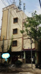 Gallery Cover Image of 2000 Sq.ft 6 BHK Independent Floor for buy in Dilsukh Nagar for 22000000