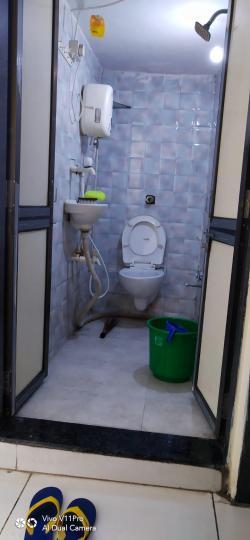 अंबावाड़ी में अलिशा पेइंग गेस्ट के बाथरूम की तस्वीर