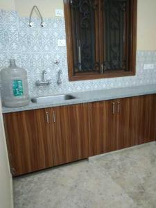 Gallery Cover Image of 1260 Sq.ft 2 BHK Apartment for rent in Chi V Greater Noida for 8000