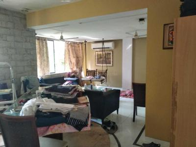 Gallery Cover Image of 700 Sq.ft 1 BHK Apartment for rent in Worli for 55000