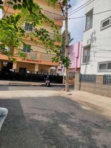 Gallery Cover Image of 1050 Sq.ft 2 BHK Apartment for rent in Mahadevapura for 23000
