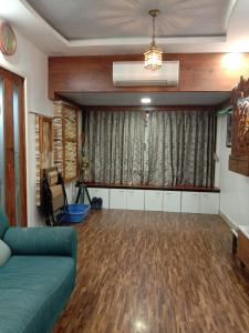 Gallery Cover Image of 550 Sq.ft 1 BHK Apartment for buy in Santacruz East for 12000000