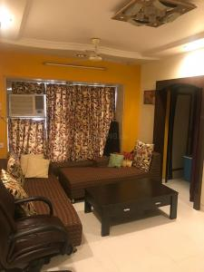 Gallery Cover Image of 1500 Sq.ft 3 BHK Apartment for buy in Andheri West for 37500000