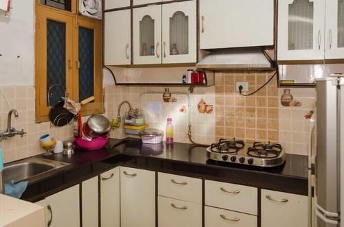 शिप्रा सनसिटी में भूपेंदर नेस्ट नीतिखंड के किचन की तस्वीर