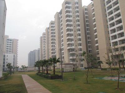 Gallery Cover Image of 2468 Sq.ft 4 BHK Apartment for rent in MU Greater Noida for 14000