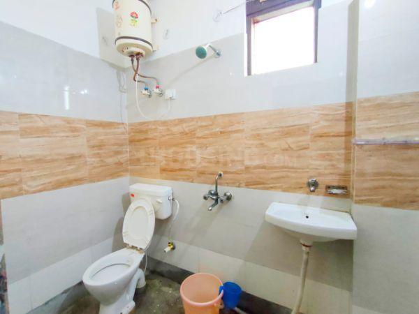 सरिता विहार में साई पीजी होम्स के बाथरूम की तस्वीर