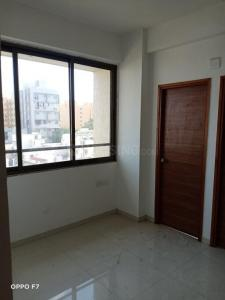 Gallery Cover Image of 900 Sq.ft 2 BHK Apartment for rent in Pyramid Shreyash 2, Ambawadi for 18000