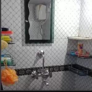 Common Bathroom Image of Mumbai PG For Girls in Borivali West