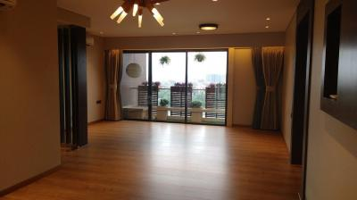 Gallery Cover Image of 3200 Sq.ft 3 BHK Apartment for rent in Shree Naman Naman Residency, Bandra East for 450000