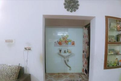Gallery Cover Image of 800 Sq.ft 2 BHK Apartment for buy in shri ganapathi apartment, Villivakkam for 4000000