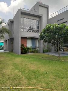 Gallery Cover Image of 6000 Sq.ft 4 BHK Villa for rent in Sola Village for 65000