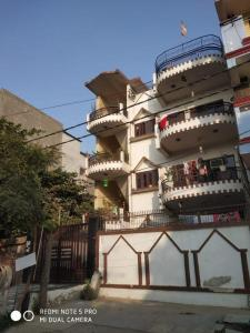 Gallery Cover Image of 2500 Sq.ft 9 BHK Independent House for buy in Shakti Khand for 27000000