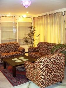 Gallery Cover Image of 2000 Sq.ft 4 BHK Apartment for rent in Gariahat for 65000
