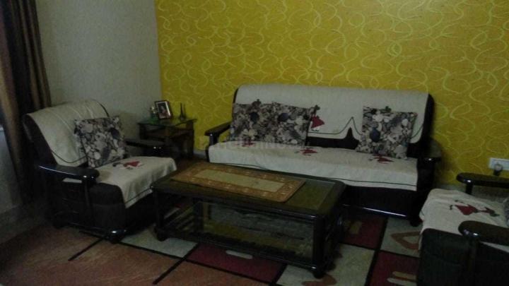 अहिंसा खंड में यादव पीजी में लिविंग रूम की तस्वीर