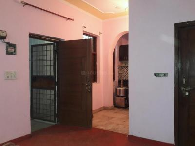 Gallery Cover Image of 300 Sq.ft 1 RK Apartment for rent in Chhattarpur for 6000