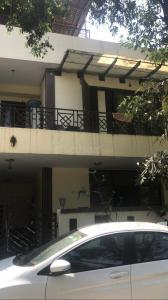 Gallery Cover Image of 1800 Sq.ft 3 BHK Independent House for buy in Sector 52 for 15000000
