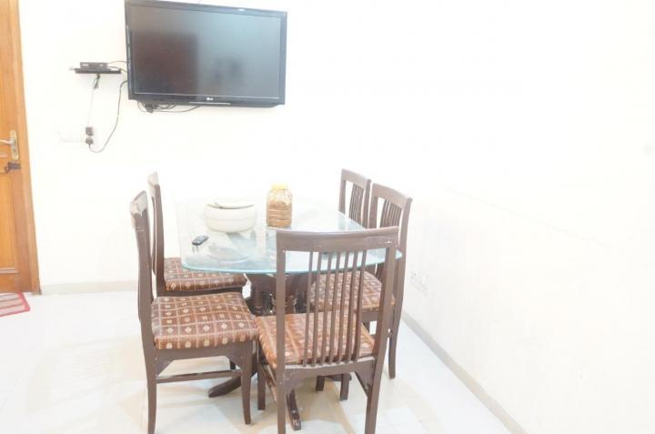 श्री श्याम पीजी इन सेक्टर 43 के लिविंग रूम की तस्वीर