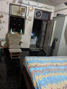 Gallery Cover Image of 450 Sq.ft 1 BHK Apartment for rent in Malad East for 15000