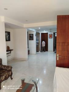 Gallery Cover Image of 1800 Sq.ft 3 BHK Independent Floor for rent in Paschim Vihar for 49000