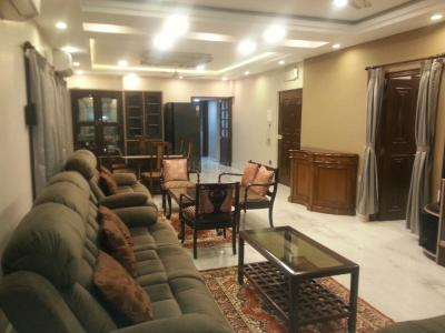 Gallery Cover Image of 2200 Sq.ft 3 BHK Apartment for rent in Kalighat for 100000