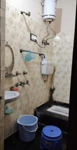 Bathroom Image of Nandini's Girls PG in Sector 7 Rohini
