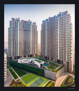 Gallery Cover Image of 4300 Sq.ft 4 BHK Apartment for buy in Windsor Grande Residences, Andheri West for 137900000